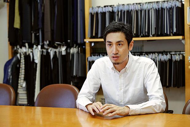 〈ファクトリエ〉代表の山田敏夫さん。