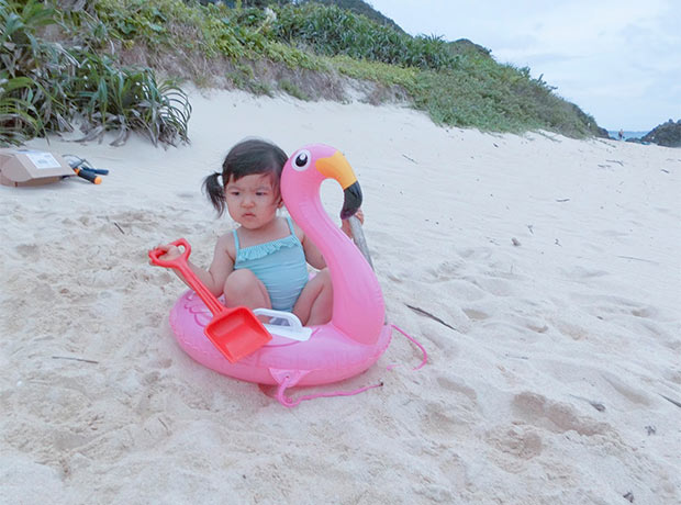 実はまだ娘は海に入ったことがなく。この日はお砂遊びに。