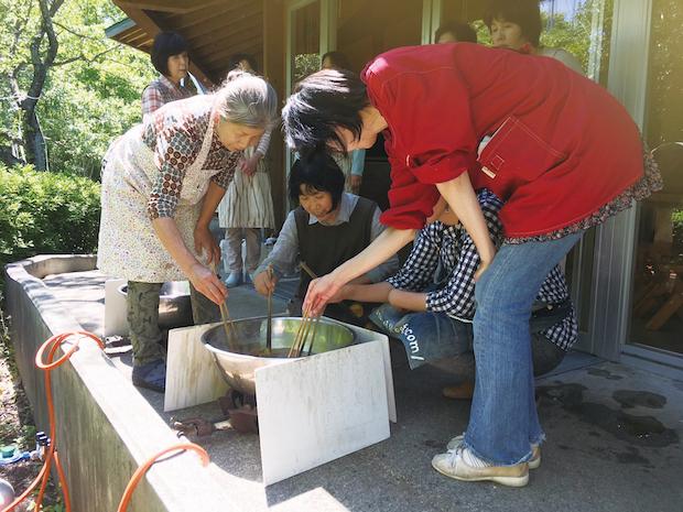 こもガク塾〈菰野町にある染料で草木染め体験〉