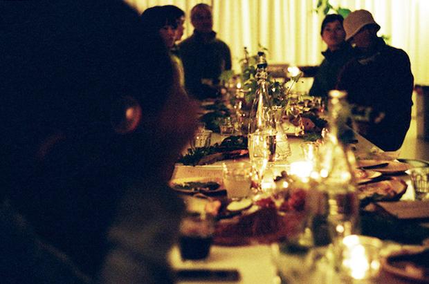 森の晩餐の様子