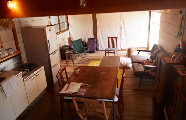 キッチンを兼ね揃えた1階のサロンスペース。