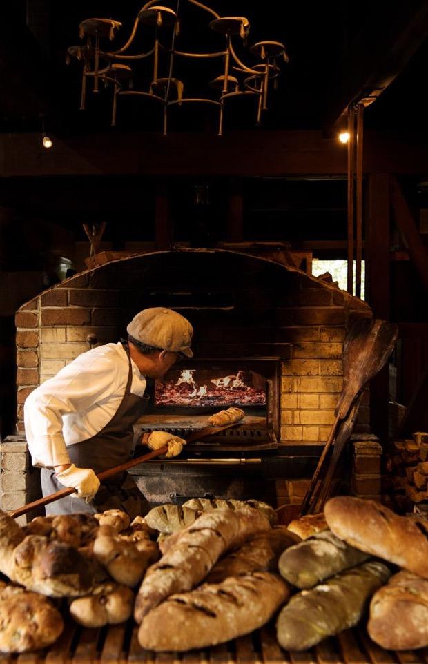 大人気・石窯で焼き上げる自慢の石窯パン