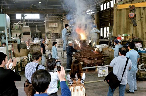 鋳造から加工、仕上げまで、各製作現場が特別に一般開放される「銅器団地オープンファクトリー」
