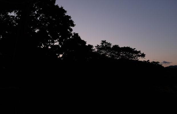 わたしが住んでいる美流渡(みると)地区の夜明け。明け方の空の色は、刻々と変化していく。