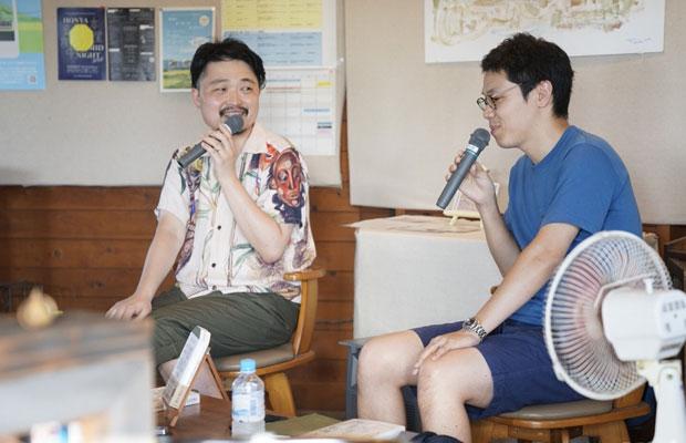 『これからの本屋読本』トークショー。内沼晋太郎さん(左)と白川貴浩さん(右)。
