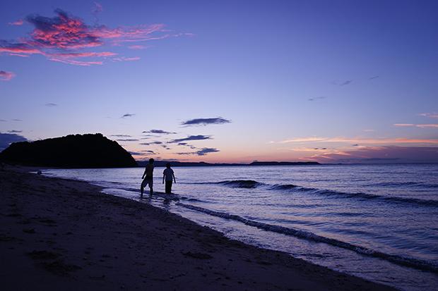 夕暮れどきの糸島の海にて。
