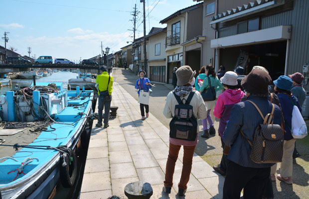 観光ボランティアさんと一緒に行くまち歩きツアーが人気に。
