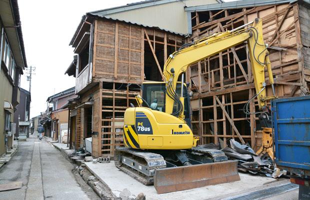 防災上の都合により木造密集地域の家屋が次々に壊される。