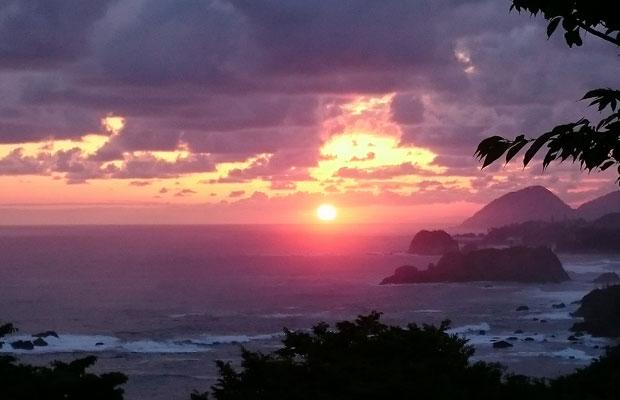 6月の日・月曜日 4:30~7:00限定「朝陽モーニング」 で見られる景色は最高です。