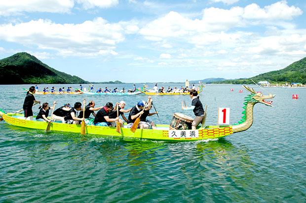 京丹後市ドラゴンカヌー選手権大会の様子。