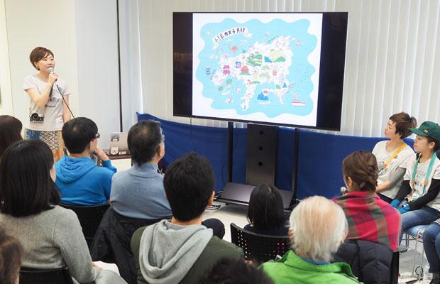 写真展でのトークイベントの様子。私たちがどんなふうに活動しているか、写真を見ながら話します。