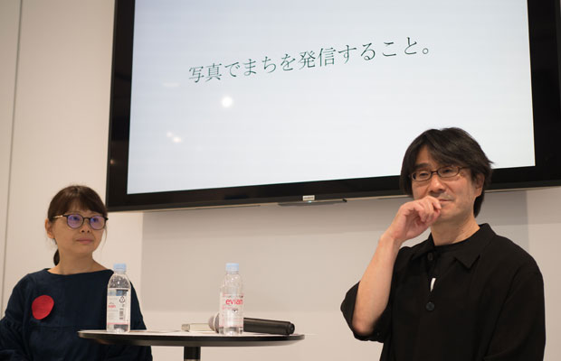 ローカルフォトサミットの中で行われた「写真でまちを発信すること」と題したMOTOKOさんと建築家、馬場正尊さんの対談。