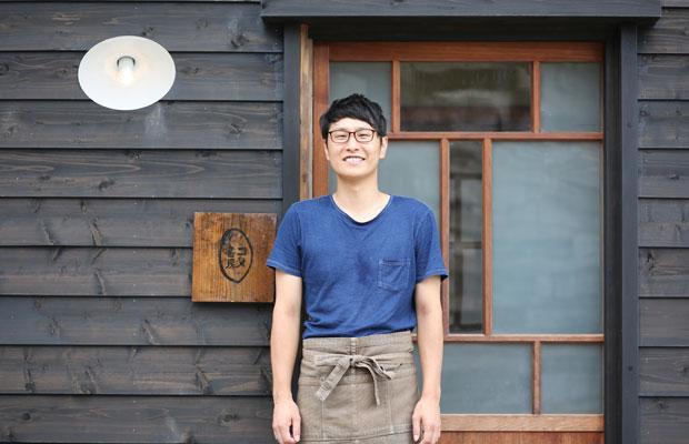 コメ書房をセルフリノベーションで立ち上げた高橋悠太さん。