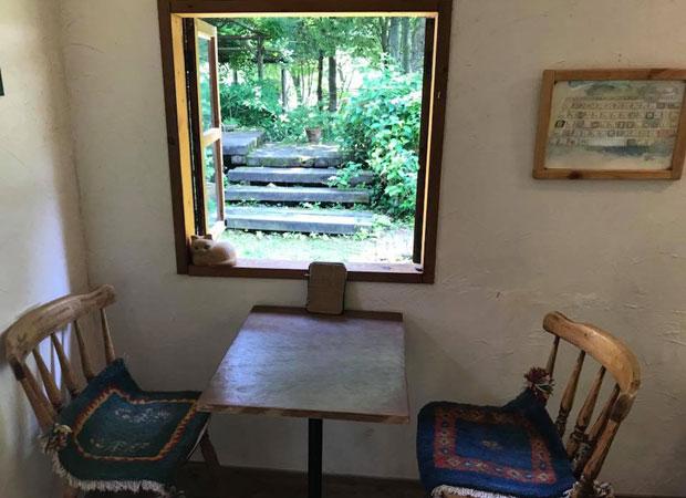 いわき市の山あい、田人地区のお気に入りのカフェ〈MOMOcafe〉。(2018年6月、筆者撮影)
