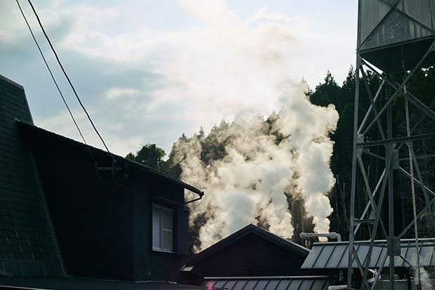 湯布院ではいたるところから湯煙が上がる。