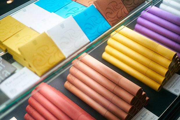 茶葉ショコラ(上)とチョコレートビーンズ(下)。