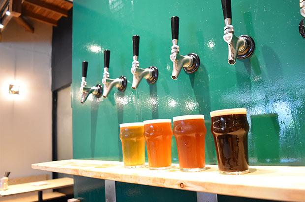 他社クラフトビールを含め、6種類程度の樽生クラフトビールを常備している。(写真提供:遠野醸造)