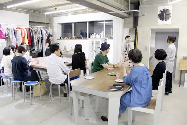 お菓子研究家・福田里香さんを招いて行われた「フード部門」審査会