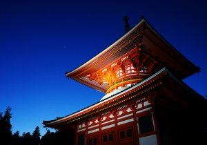 夜の高野山で聞く、僧侶が語るこれまで明かされてこなかったストーリー