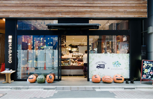 いま〈銀座NAGANO〉ではハロウィンのかぼちゃがお出迎え。