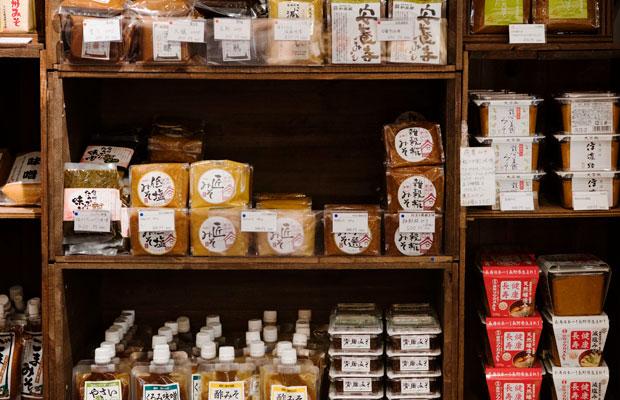 味噌は充実の品揃え。お料理に使いやすい加工品なども。
