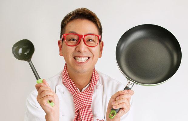お笑いコンビ「ツインクル」として活躍する傍ら、フードコーディネーターや野菜ソムリエなどの資格も持ち、食のプロデュースも手がけるクック井上。さん。