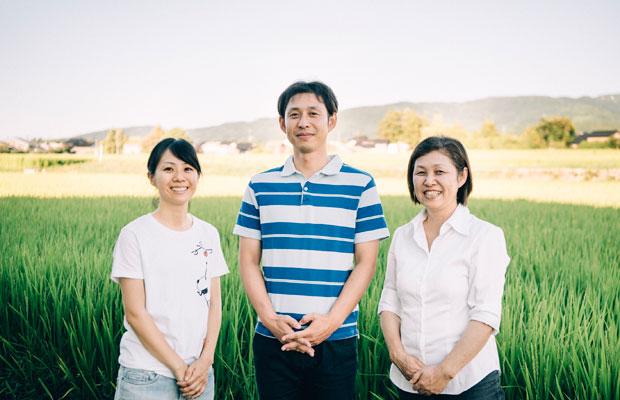 右から、渡邊朝美さん、省吾さん、省吾さんの奥様、佳奈子さん。