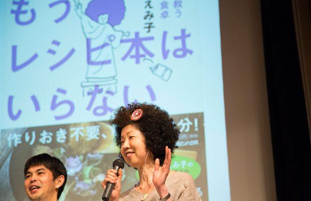 昨年11月にインドの小さな出版社タラブックスの編集者と日本のパネリストが集う「世界を変える本づくり」というシンポジウムが行われ、わたしは稲垣さんに出会った。(撮影:南阿沙美)