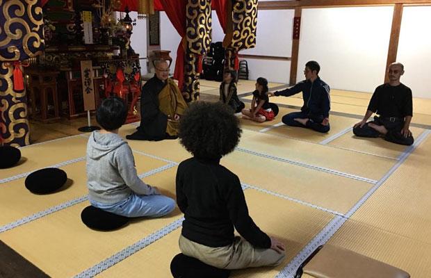 毎月、月末に開催している安国寺の座禅会。地元の小学生から大人まで気軽に参加できるアットホームな会だ。(写真提供:安国寺)