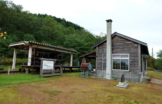 万字線鉄道公園。旧駅舎やレールが残されている。(写真提供:岩見沢市観光協会)