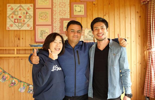 朝日駅復活プロジェクトを企画した3人。左から文さん、スティーブンさん、上井さん。