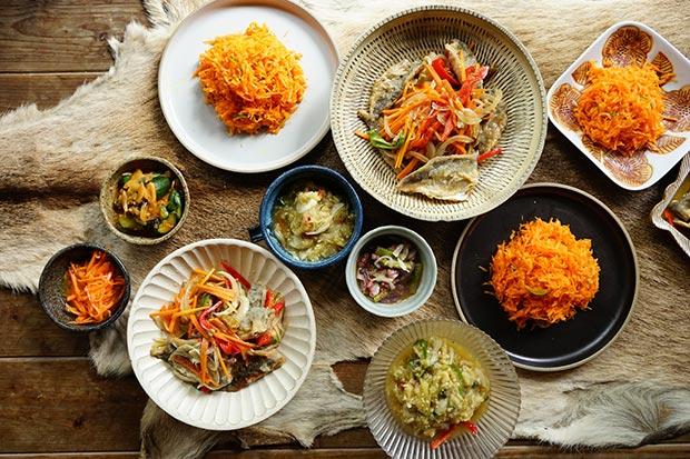 アジの南蛮漬けに、にんじんのラペ、タコと梅干しのマリネ、焼きなすのタイ風サラダ。