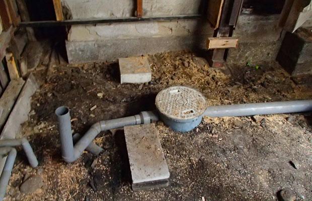 オーバーフローしやすい中庭の雨水対策を万全に。