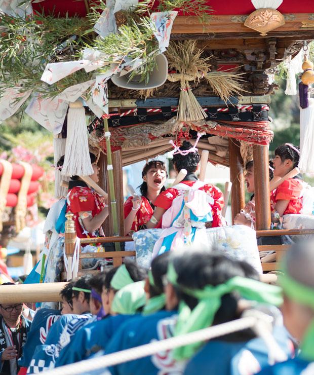 肥土山地区の太鼓は今年は女の子たちが乗りました。