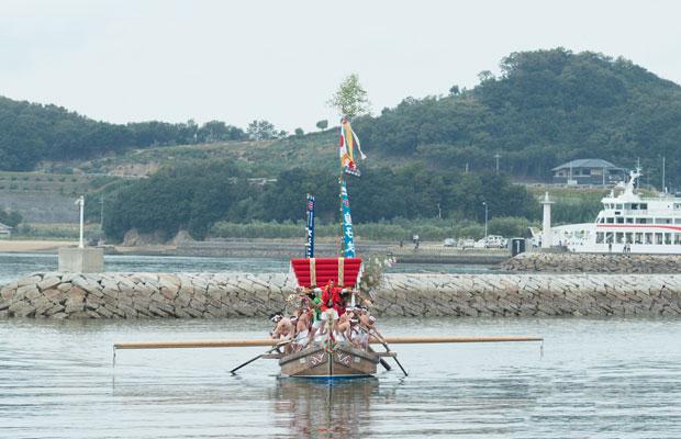 池田亀山八幡神社の太鼓まつりで見られる「押し込み」。