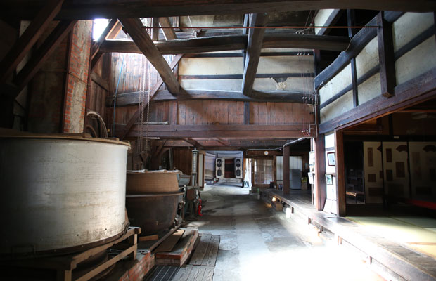 旧宮崎酒造の内部。NPO法人〈滑川宿まちなみ保存と活用の会〉が管理する。「酒蔵アートinなめりかわ」などのイベント会場にもなる。