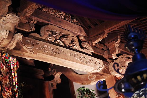 成田山青龍寺の社殿の中にある白兎神社。内陣(ないじん)の厨子に、波うさぎを見ることができる。