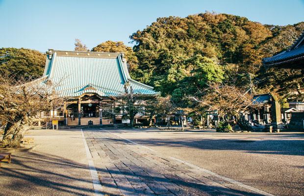 2018年の〈鎌倉 海のアカデミア〉のメイン会場となる鎌倉・材木座の光明寺。浄土宗大本山の名にふさわしく、鎌倉でも屈指の規模を誇る大寺院だ。