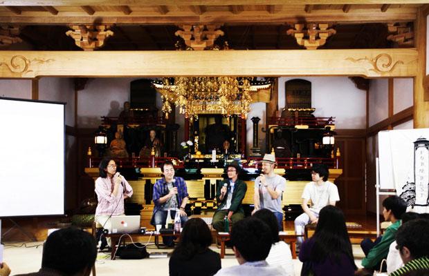 福島市内の国指定重要文化財の芝居小屋〈広瀬座〉で2008年より開催されてきたフェステイバル〈FOR座REST〉が、東日本大震災の影響で中止になったことを受け、かねてから交流があったルートカルチャーが、FOR座RESTのスタッフや出演者を鎌倉に招き、光明寺で開催した「FOR座REST trip」。(写真提供:ROOT CULTURE)
