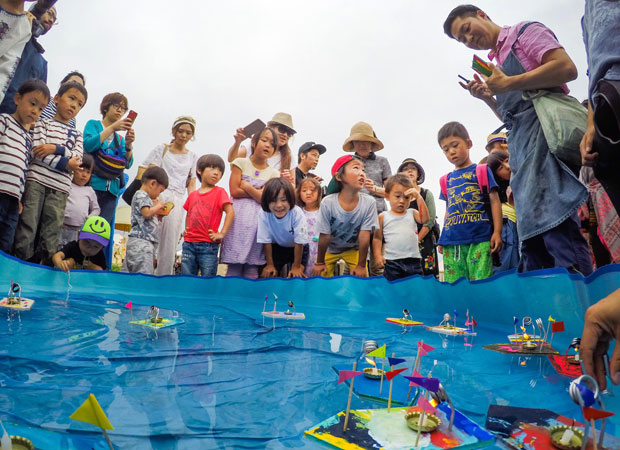 2016年の鎌倉 海のアカデミアで行われた、横山寛多さんによる子どもたち向けのワークショップ。(写真提供:ROOT CULTURE)