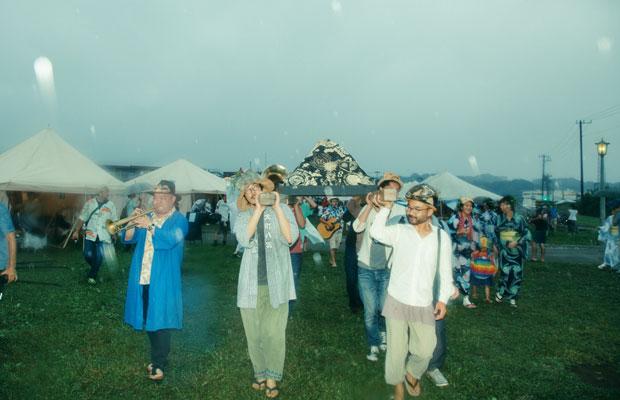2016年に行われた〈鎌倉 海のカーニバル〉では、パラダイス・アレイの「パン神輿」が登場。
