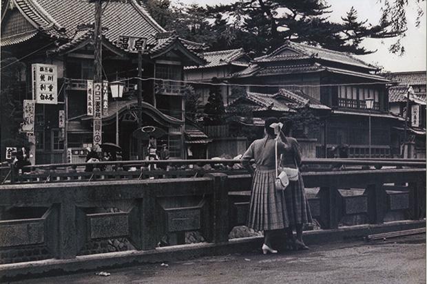 にぎわいを伝える昭和30年代の風景。古写真は数年前まで、温泉街の湯本まちかど資料館で見ることができた(閉館)。
