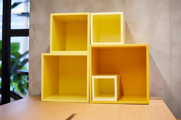 オリジナルブランド〈KAMARQ〉の家具。