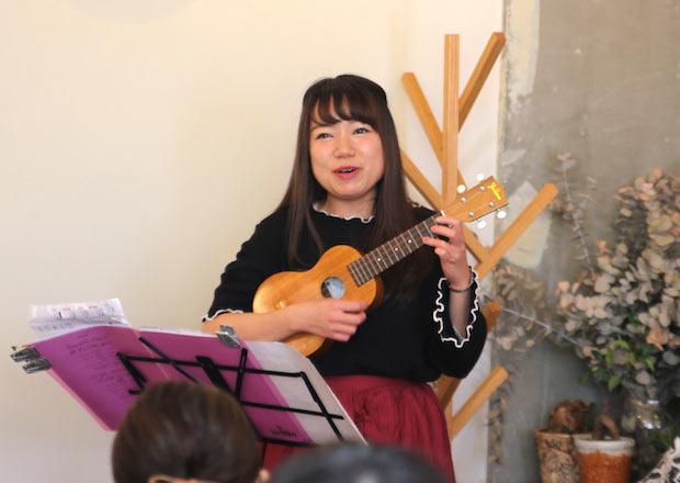 竹並望美さんによるイベント前のライブアクト