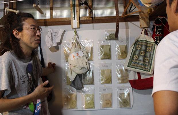 温泉染めの糸。同じ植物、同じ時間蒸すといった同じ制作過程で、温泉の湯を変えるだけで多様な糸ができる。