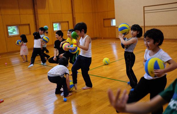 5月に美流渡(みると)の隣の朝日地区で開催した〈Sports Life Design Iwamizawa〉による、ドイツ発祥の運動プログラム「バルシューレ」の教室。