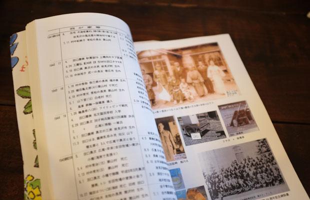 80代の参加者が持ってきてくれた日々の暮らしをまとめた本。厚手の写真用紙に300ページ。1800枚の写真が収められている大作。製本は和綴じ風。奥様の手で虹色の糸で綴じたそうだ。