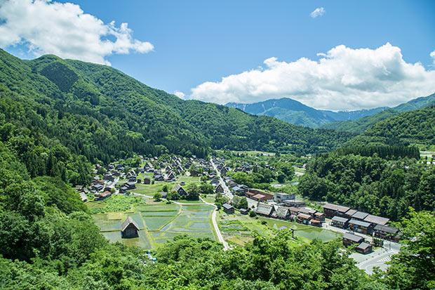 白川村の昼間の風景