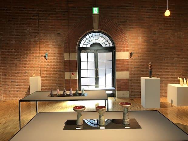 岡本常秀さんと中野由紀子さんのガラス展の様子