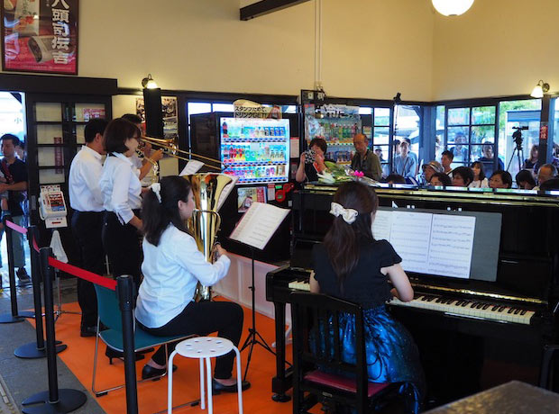 過去にJR小城駅で行われたコンサートの様子